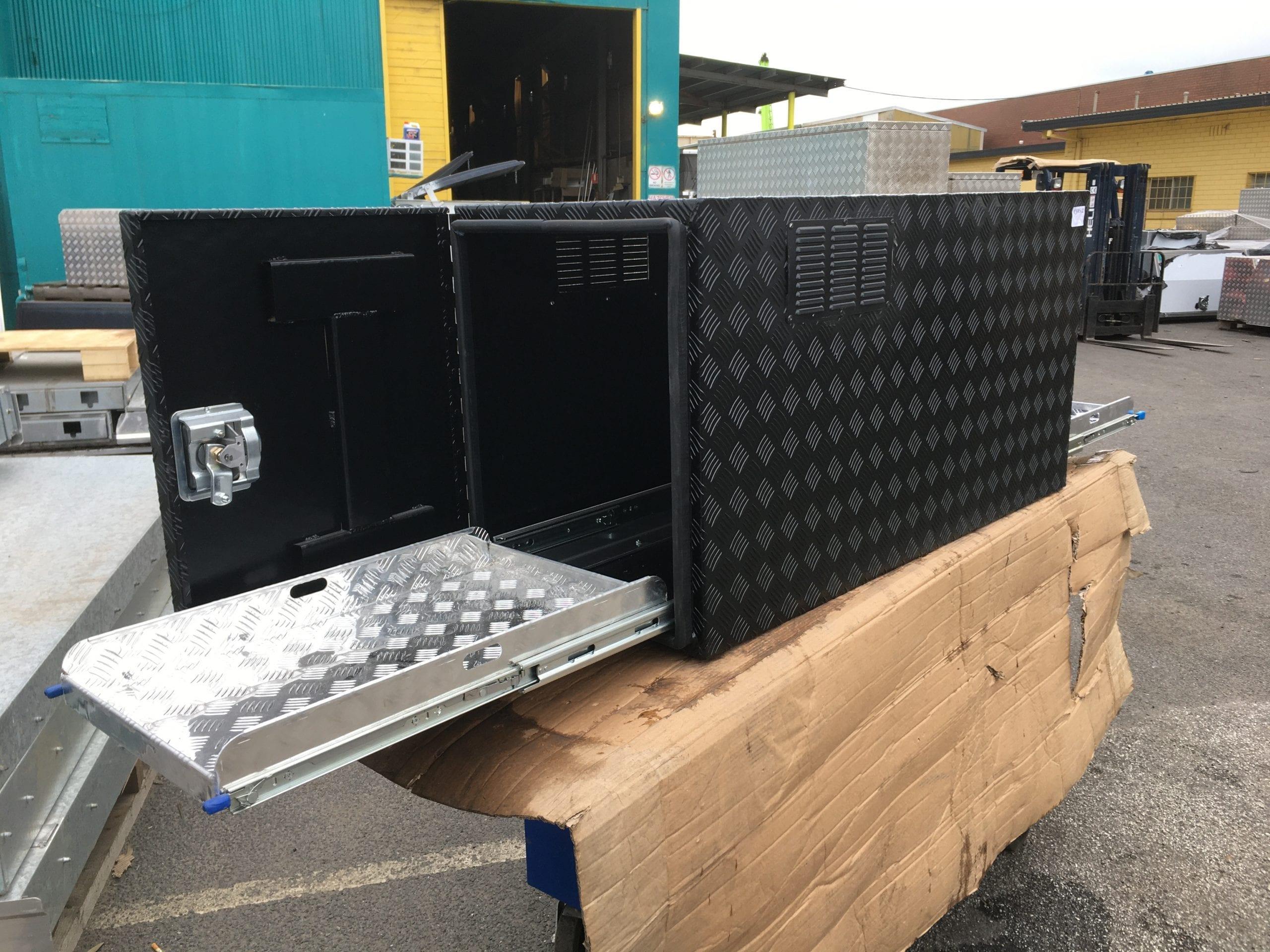 (COFS 12) MW Caravan Box Black With Two Slides-3