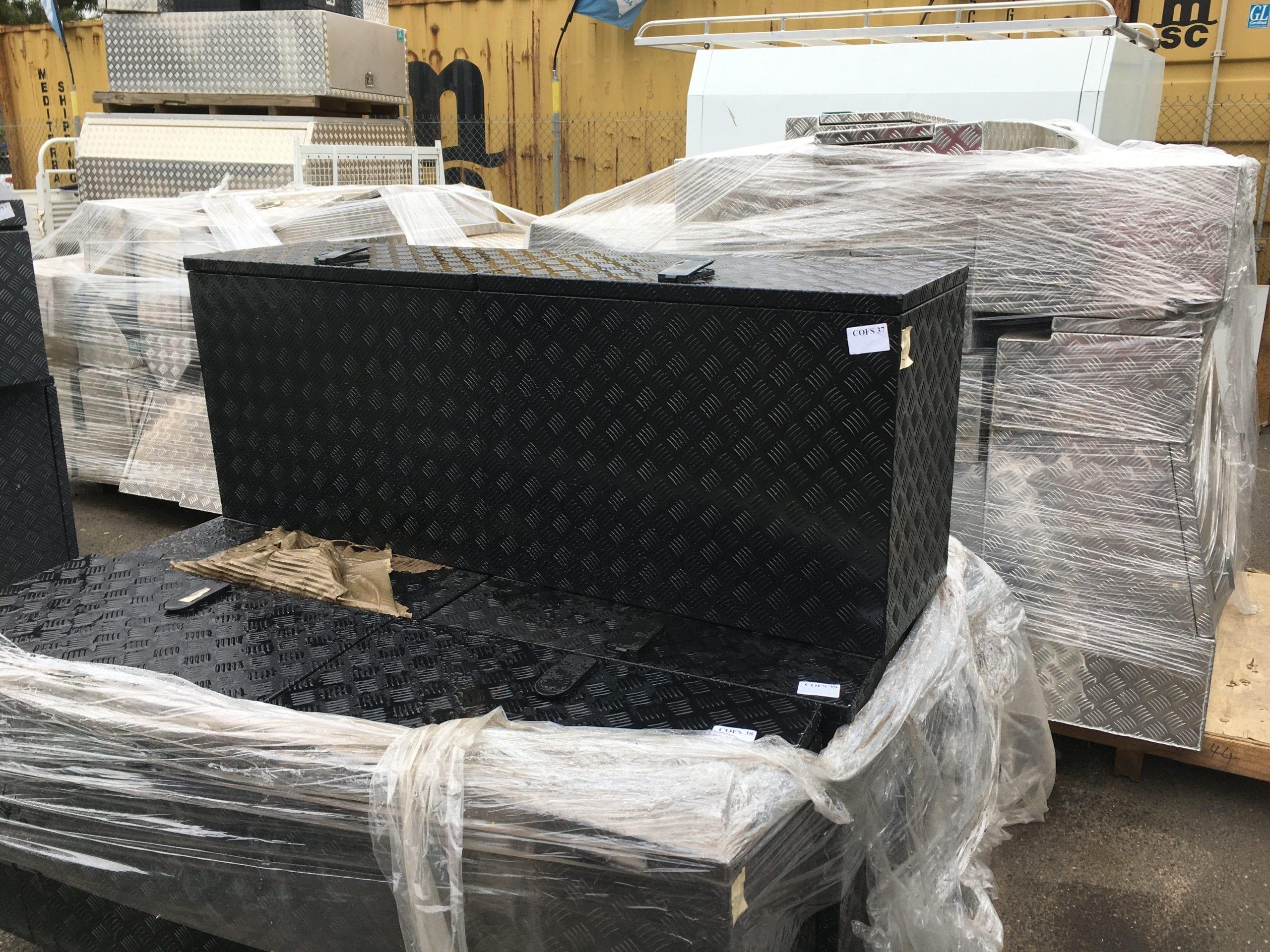 (COFS 37) MW Caravan Box Black-1